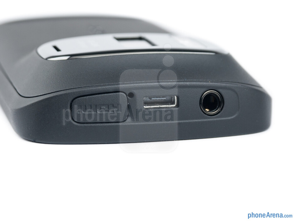 The HDMI, microUSB and 3.5mm ports - Nokia 808 PureView Review