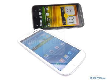 The Samsung Galaxy S III (right, bottom) and the HTC EVO 4G LTE (left, top) - Samsung Galaxy S III vs HTC EVO 4G LTE