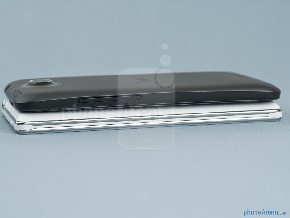 The sides of the LG Optimus 4X HD (bottom) and the HTC One X (top) - LG Optimus 4X HD vs HTC One X