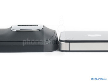 The Nokia 808 PureView (left) and the Apple iPhone 4S (right) - Nokia 808 PureView vs Apple iPhone 4S