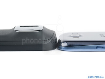 The Nokia 808 PureView (left) and the Samsung Galaxy S III (right) - Nokia 808 PureView vs Samsung Galaxy S III