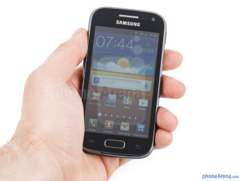 The Samsung Galaxy Ace 2 is very easy to operate with one hand - Samsung Galaxy Ace 2 Review