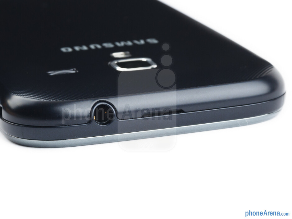 3.5mm jack (top) - The sides of the Samsung Galaxy Ace 2 - Samsung Galaxy Ace 2 Review