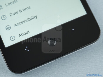 The dynamic capacitive buttons can change their orientation depending on how you are holding the device - Meizu MX Review