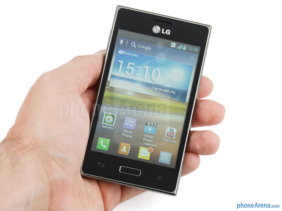 Тhe LG Optimus L5 is a very good size to fit well in the hand - LG Optimus L5 Review