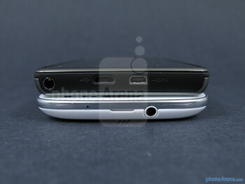 The sides of theSamsung Galaxy S III (left, bottom) and the Motorola DROID RAZR MAXX (right, top)  - Samsung Galaxy S III vs Motorola DROID RAZR MAXX