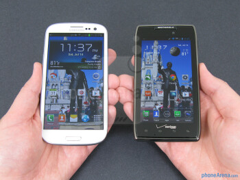 Both the Samsung Galaxy S III (left) and the Motorola DROID RAZR MAXX (right) felt comfortable in our hand - Samsung Galaxy S III vs Motorola DROID RAZR MAXX