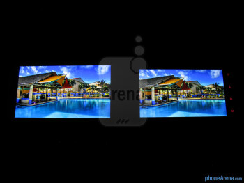 Viewing angles of the Samsung Galaxy S III (left) and the HTC Rezound (right) - Samsung Galaxy S III vs HTC Rezound