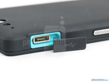 microUSB port - The sides of the Sony Xperia go - Sony Xperia go Review