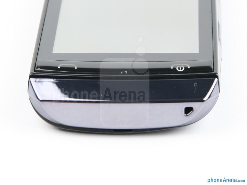 Bottom - Nokia Asha 305 Review