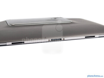 The sides of the PadFone Station - Asus PadFone Review