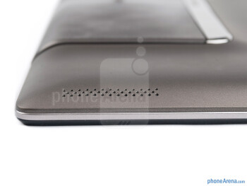 The two fake speaker-like grills serve only as a design element - Asus PadFone Review