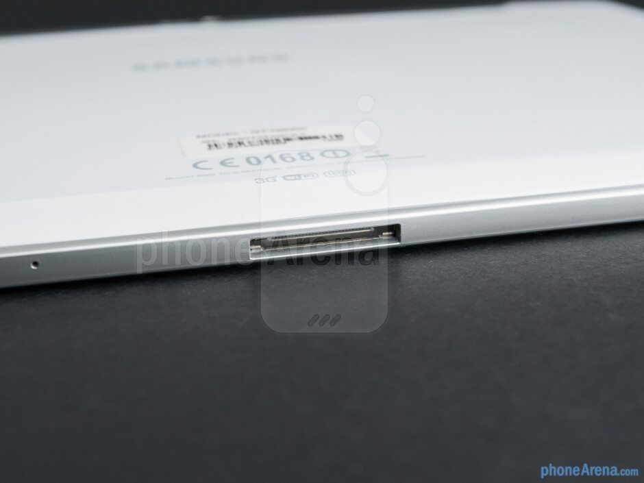 Bottom edge - The sides of the Samsung Galaxy Note 10.1 - Samsung Galaxy Note 10.1 Preview
