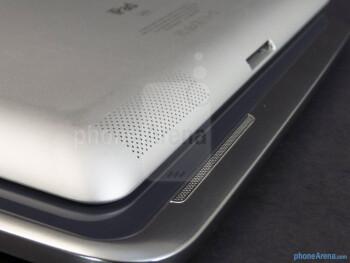 Speakers - The Samsung Galaxy Note 10.1 (bottom, left) and the Apple iPad 3 (top, right) - Samsung Galaxy Note 10.1 vs Apple iPad 3
