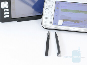 left-Nokia 770, right-N800 - Nokia N800 Internet Tablet Review