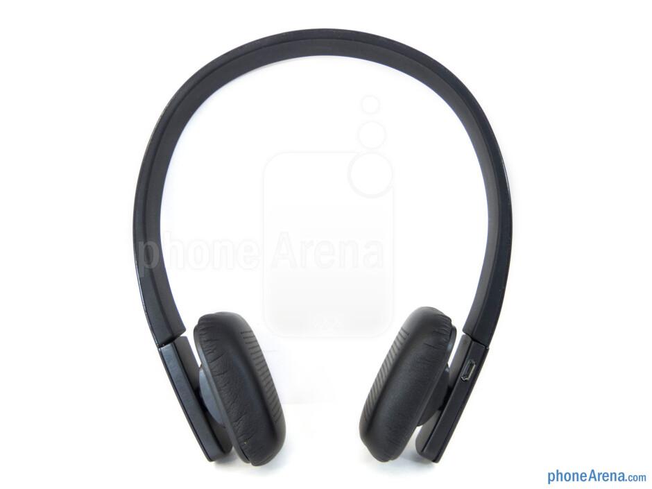 microUSB port - Controls on the thin edge of the earpiece - Satechi BT Lite Headphones