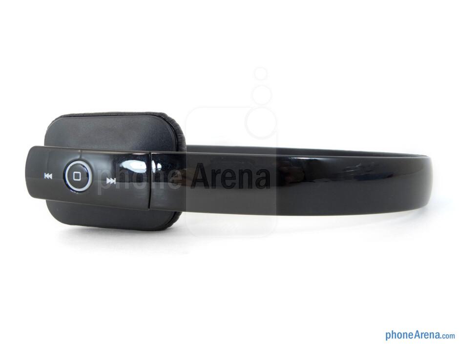 Controls on the right earpiece - Satechi BT Lite Headphones