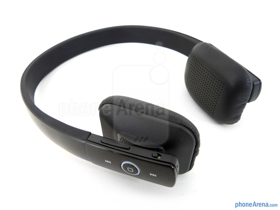 Volume control, power switch and microphone - Controls on the thin edge of the earpiece - Satechi BT Lite Headphones