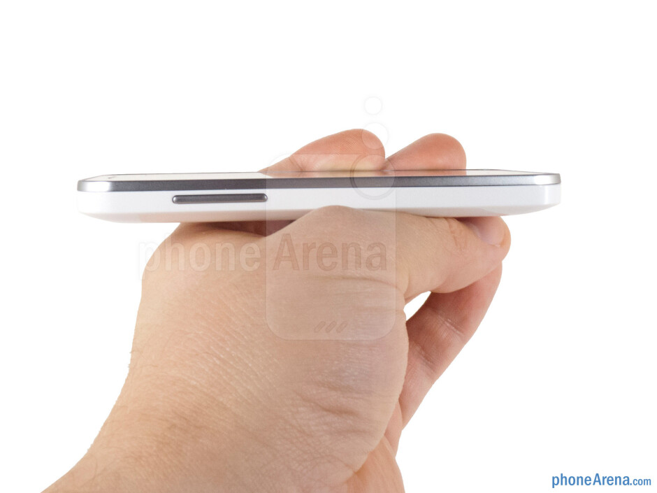 Volume rocker (left) - The sides of the Huawei Mercury Ice - Huawei Mercury Ice Review