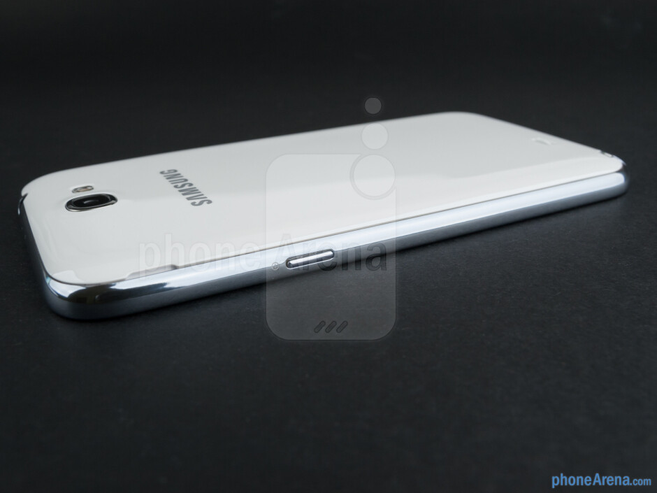 Right edge - The sides of the Samsung Galaxy Note II - Samsung Galaxy Note II Review