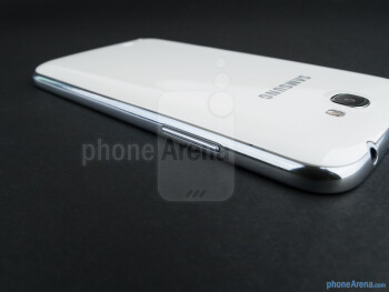Volume rocker (left) - The sides of the Samsung Galaxy Note II - Samsung Galaxy Note II Review