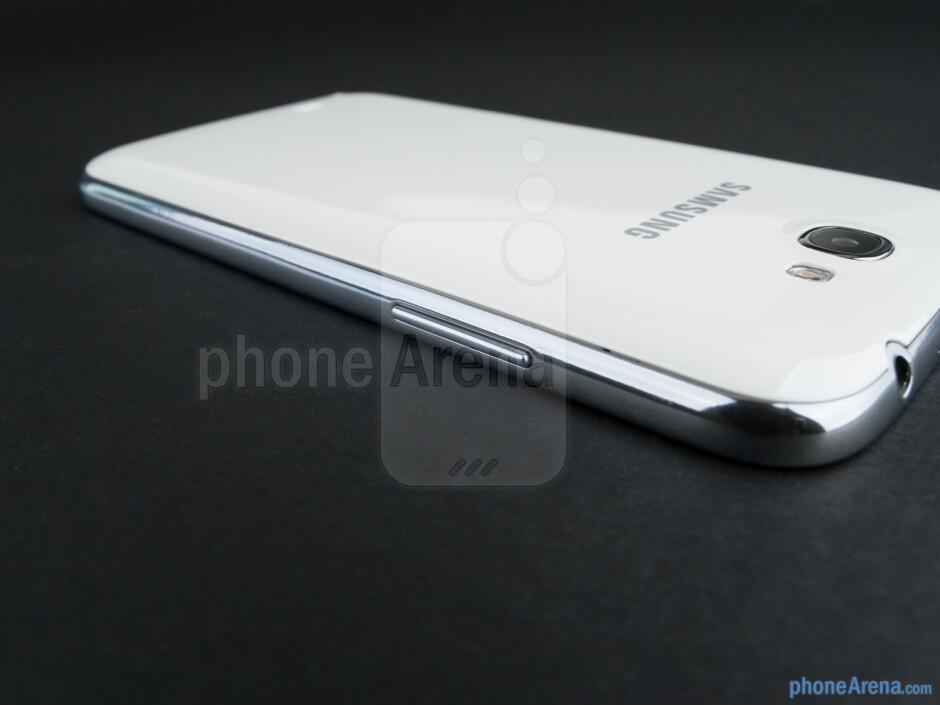Volume rocker (left) - The sides of the Samsung Galaxy Note II - Samsung Galaxy Note II Review