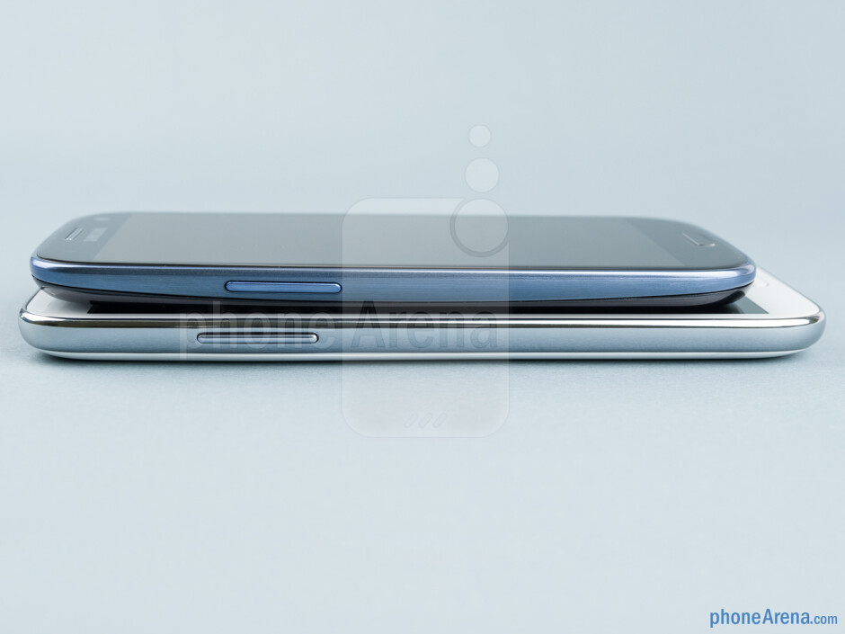 The sides of the Samsung Galaxy Note II (bottom, left) and the Samsung Galaxy S III (top, right) - Samsung Galaxy Note II vs Galaxy S III