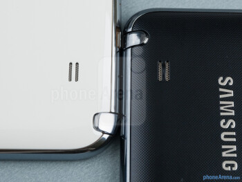 Speakers - The Samsung Galaxy Note II (left) and the Samsung Galaxy Note (right) - Samsung Galaxy Note II vs Galaxy Note