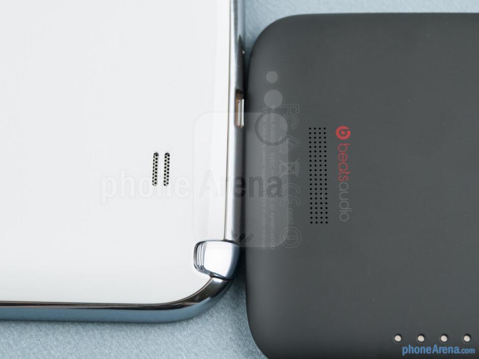 Loudspeakers - The Samsung Galaxy Note II (left) and the HTC One X (right) - Samsung Galaxy Note II vs HTC One X