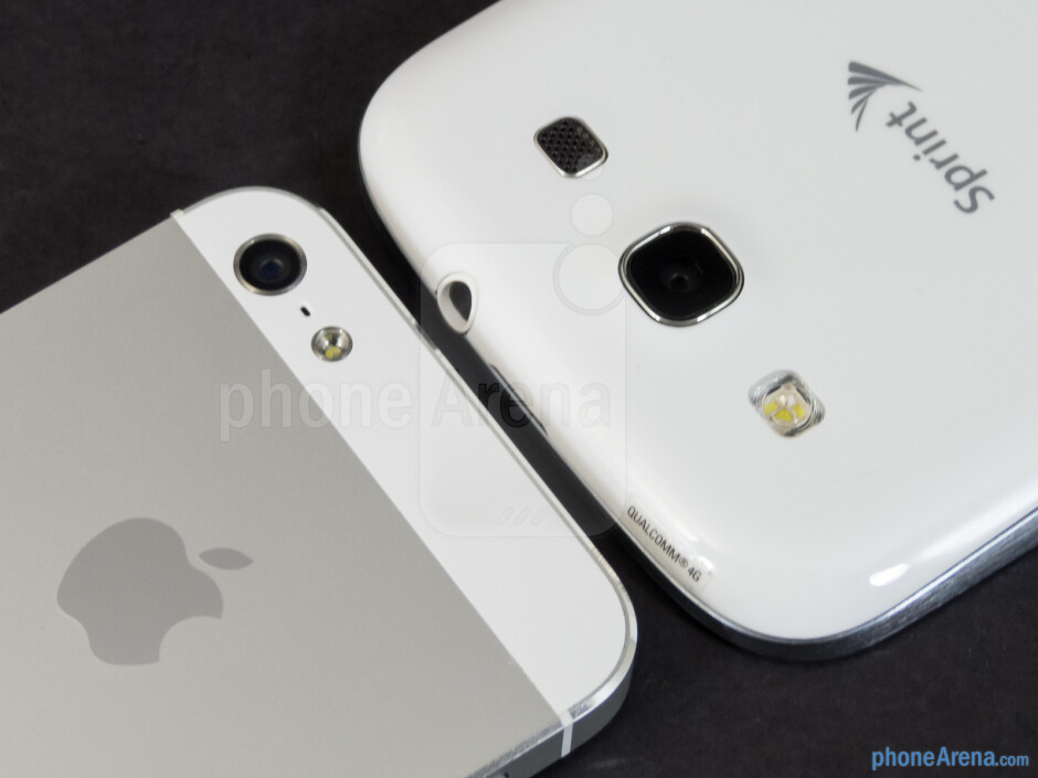Rear cameras - The sides of the Apple iPhone 5 (left) and the Samsung Galaxy S III (right) - Apple iPhone 5 vs Samsung Galaxy S III