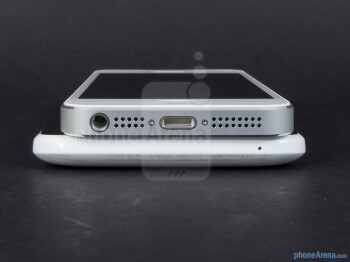 Bottom edges - The Apple iPhone 5 (top, left) and the HTC One X (bottom, right) - Apple iPhone 5 vs HTC One X
