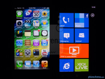 Viewing angles - The Apple iPhone 5 (left) and the Nokia Lumia 900 (right) - Apple iPhone 5 vs Nokia Lumia 900