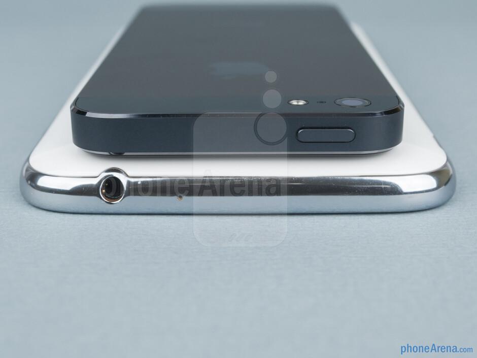 Top - Samsung Galaxy Note II vs Apple iPhone 5