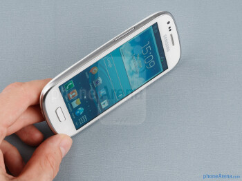 The Samsung Galaxy S III mini is extremely easy to hold and operate - Samsung Galaxy S III mini Review