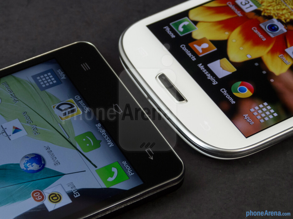 The capacitive buttons below the screens - LG Optimus G vs Samsung Galaxy S III