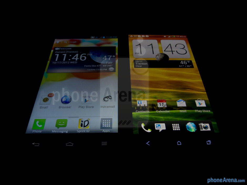 Viewing angles - The LG Optimus G (left) and the HTC One X (right) - LG Optimus G vs HTC One X