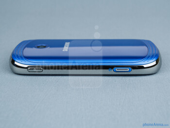 Power and play/pause keys (right) - The sides of the Samsung Galaxy Music - Samsung Galaxy Music Review