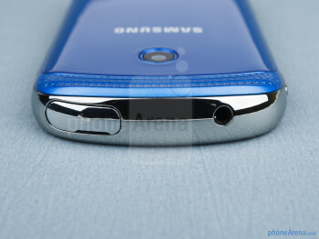 3.5mm jack and microUSB port (top) - The sides of the Samsung Galaxy Music - Samsung Galaxy Music Review