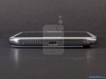 microUSB port and S-Pen slot (bottom) - The sides of the Samsung Galaxy Note II - Samsung Galaxy Note II Review (AT&T, Verizon, T-Mobile, Sprint)