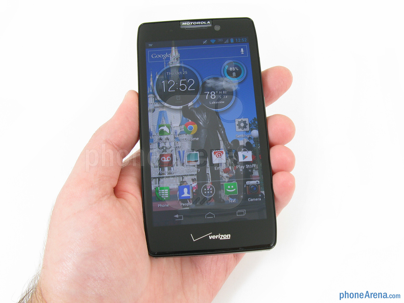 The Motorola DROID RAZR MAXX HD fits quite comfortably in the hand or