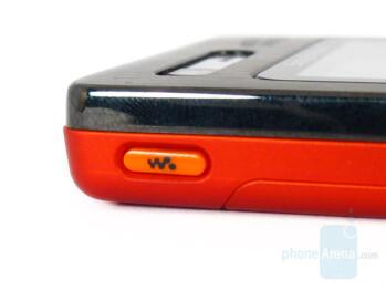 Walkman key - Sony Ericsson W880 Review