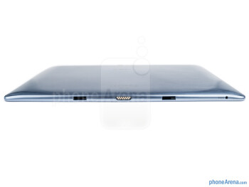 Bottom side - The sides of the Samsung ATIV Tab - Samsung ATIV Tab Review