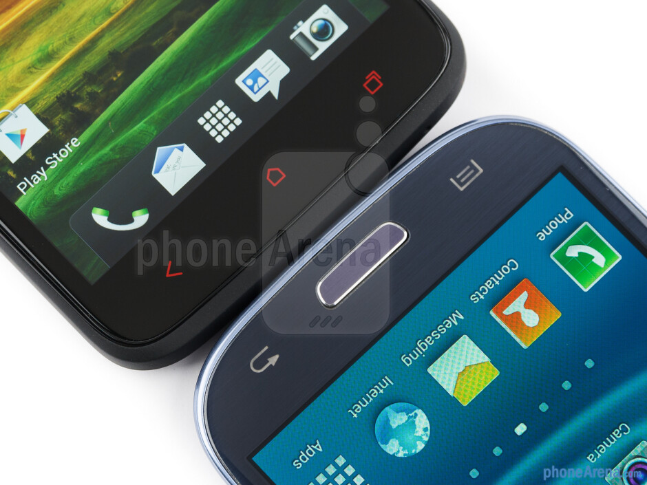 The sides of HTC One X+ (bottom, left) and the Samsung Galaxy S III (top, right) - HTC One X+ vs Samsung Galaxy S III