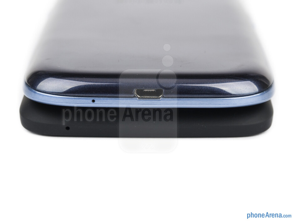 Bottom sides - HTC One X+ vs Samsung Galaxy S III