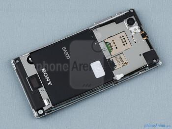 Baterai kompartemen - Sony Xperia J Ulasan