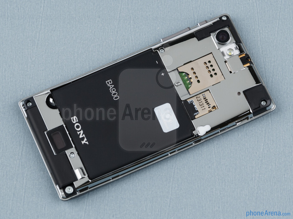 Battery compartment - Sony Xperia J Review