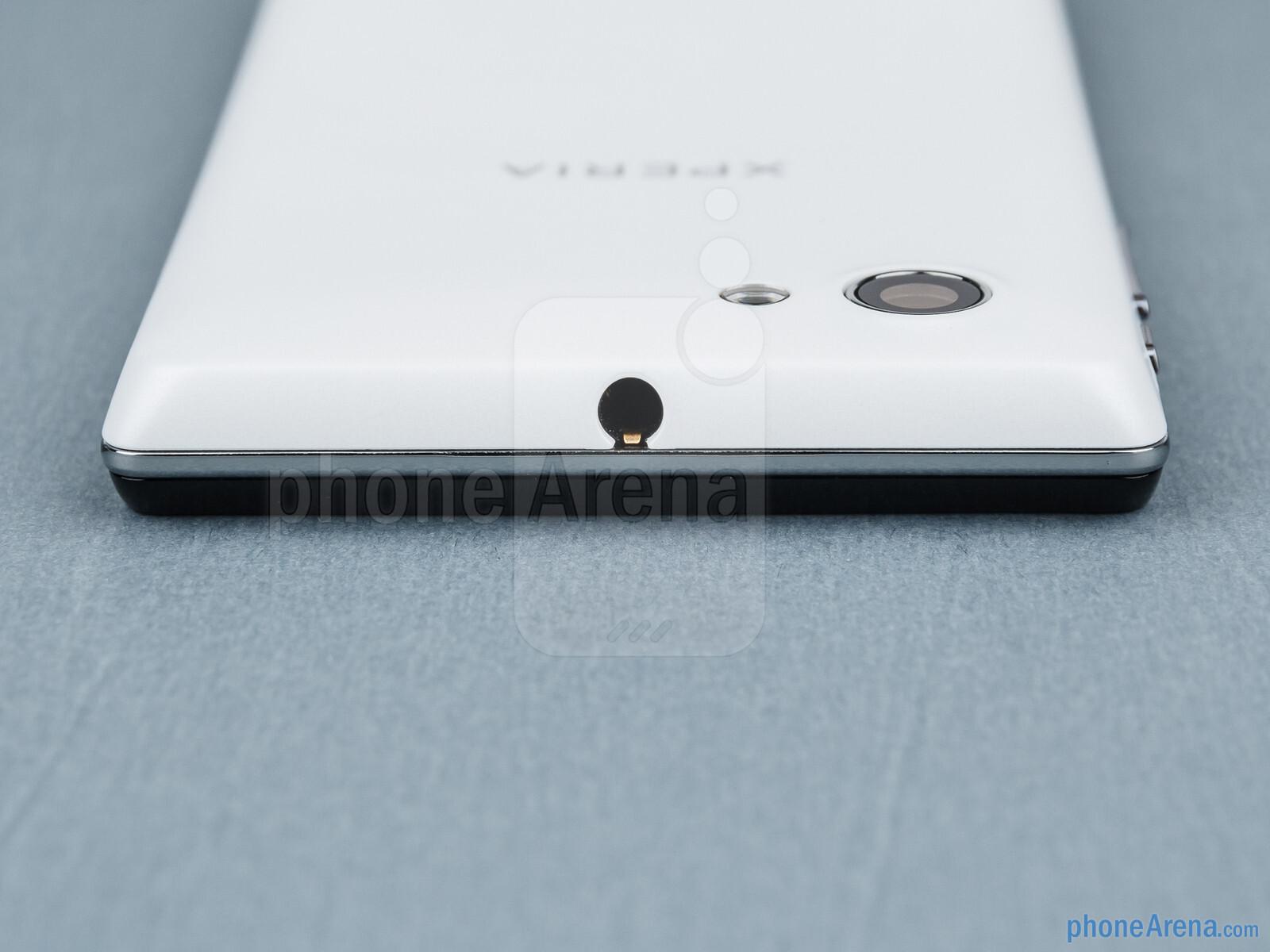 3 5mm jack top Sisi Sony Xperia J Sony Xperia J Ulasan