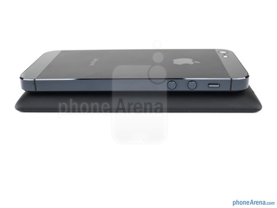 Left edges - The HTC Windows Phone 8X (bottom, left) and the Apple iPhone 5 (top, right) - HTC Windows Phone 8X vs Apple iPhone 5