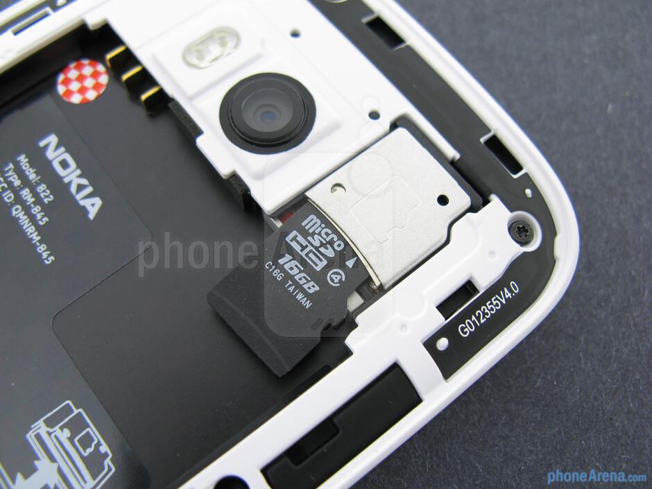 microSD card slot - Nokia Lumia 822 Review