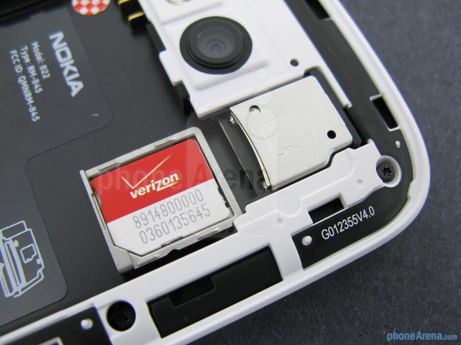 SIM tray - Nokia Lumia 822 Review